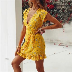 ✨NEW✨Yellow Floral Wrap Dress